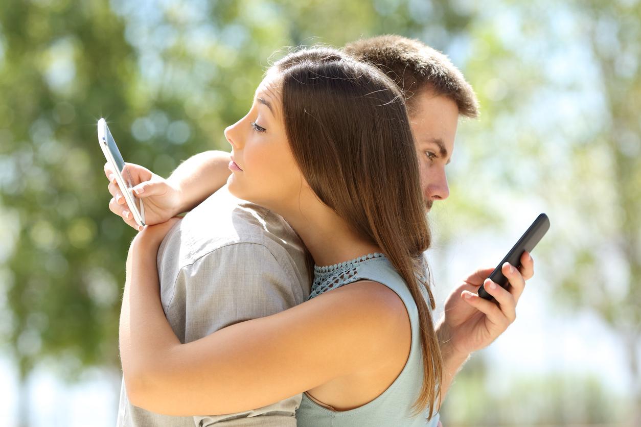 datingphones.jpg#asset:6475